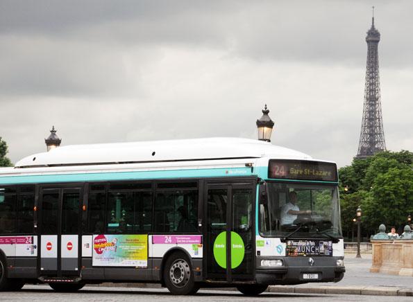 Det varma vårvädret med vindstilla och sol kan leda till att människor i Parisregionen får åka gratis med kollektivtrafiken. Foto: Ulo Maasing.