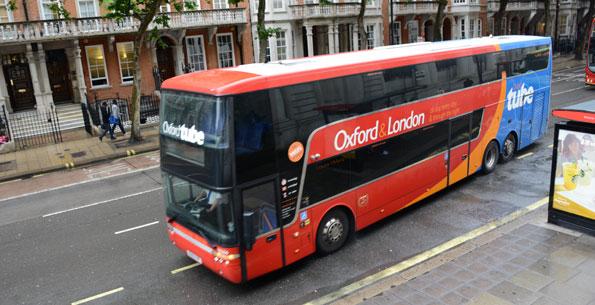 Jätteordern innebär bland annat att Stagecoach byter ut samtliga sina expressbussar på linjen Oxford – London mot 26 nya Van Hool Astromega. Foto: Ulo Maasing.