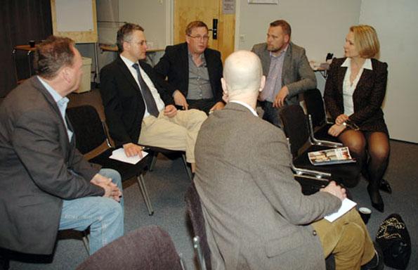 Uwe Meistner (tvåa från vänster) från Tyska Turistbyrån medverkade i workshopen tillsammans med vinbonden Alfred Port från Moseldalen. Foto: Paula Isaksson.