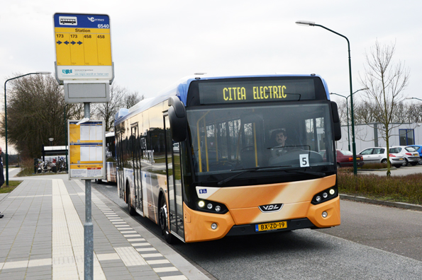 Den holländska busstillverkaren VDL deltar med sin eldrivna stadsbuss Citea Electric i ett stort utvecklingsprojekt. Målet är att all kollektivtrafik i holländska städer år 2025 ska köras elektriskt. Foto: Ulo MAasing.