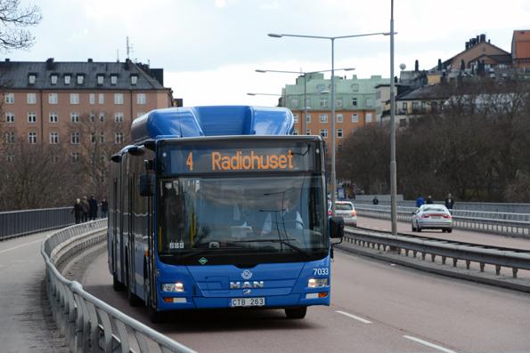 Linje 4 i Stockholm har 60 000 resenärer om dagen. En färsk rapport från centerpartiet avvisar planerna på att göra om linjen till spårväg. Foto: Ulo Maasing.