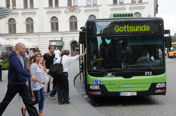 Trafiken på fyra busslinjer till Gottsunda i Uppsala har stoppats kvällstid efter återkommande stenkastning och vandaliseringar. Foto: Ulo Maasing.