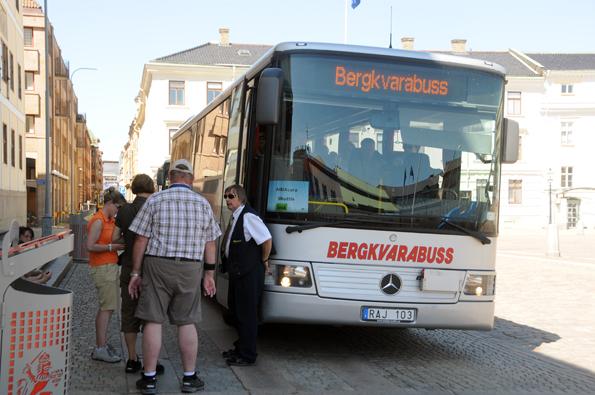 Kryssningssäsongen i Gögteborg är igång och kommer att slå alla tidigare rekord. Första fartyg i hamn är Aida Cara.Här tar en av Bergkvarabuss´ bussar hand om resenärer från det fartyget vid ett tidigare anlöp i Göteborg. Foto: Ulo Maasing.