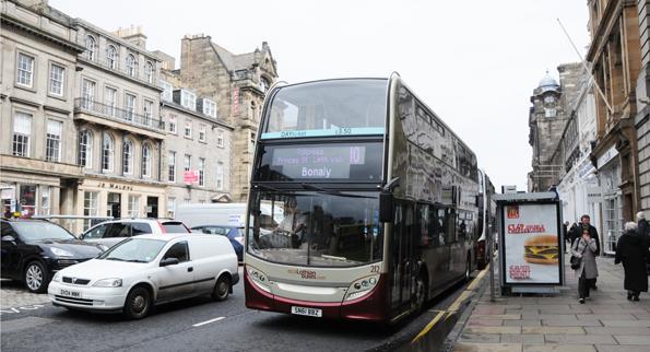 Lothian Buses dominerar stadstrafiken i Edinburgh. Bolaget har de nöjdaste bussresenärerna i brittisk kollektivtrafik: 96 procent. Foto: Ulo Maasing.