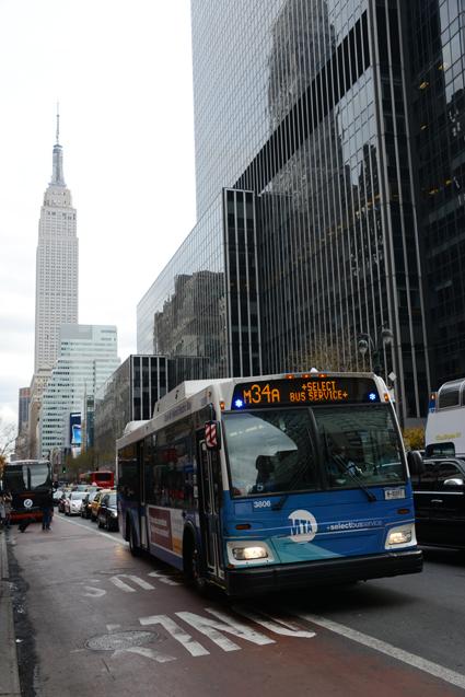 En lösning som centerrapporten anser vara intressant har New Yorks Select Bus Services som förebild. En SBS-linje i New York är M34 som bland annat trafikerar 34:e gatan på Manhattan. Foto: Ulo Maasing.