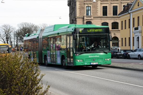 Såväl de gröna stadsbussarna som de gula regionbussarna i Skåne tappade resenärer under årets första två månader. Foto: Ulo Maasing.