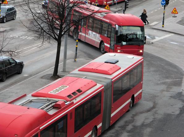 Fullt kaos hotar busstrafiken mellan Stockholm och Nacka/Värmdö. Redan idag trafikeras Slussenterminalen med tre ankommande och lika många avgående bussar i minuten under rusningstid. Foto: Ulo Maasing.