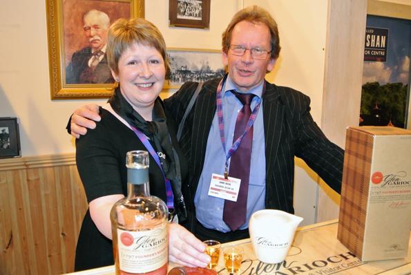 Förenade av whisky på Visit Scotland Expo: Jan Brink, Sohlbergs Buss och Jane Cattanach från Morrison Bowmore Distillers. Foto: Ulo Maasing.