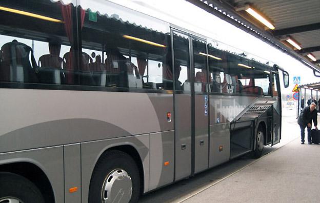 Trossö Buss kör redan idag flygbussarna till Ronneby Airport på uppdrag av Blekingetrafiken. Från 1 juli tar man över trafiken och kör kommersiellt. Foto: Ulo Maasing.