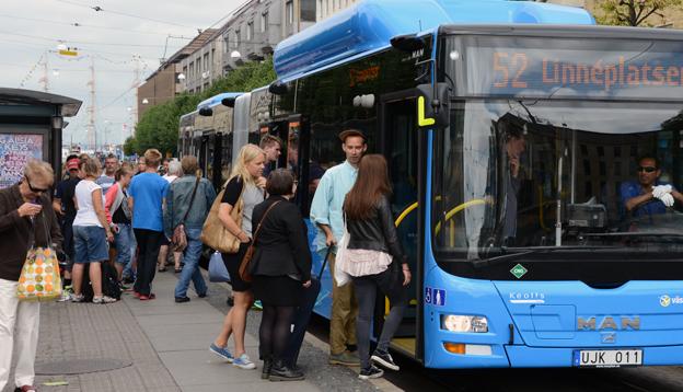 Genom att öppna upp sina data för utvecklare av appar kan myndigheter och trafikhuvudmän få fler att åka kollektivt, samtidigt som man kan slippa kostnader, hävdar den internationella kollektivtrafikunionen UITP. Foto: Ulo Maasing.