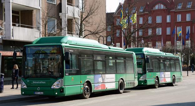 Gasdrivna stadsbussar i Hässleholm. Nu ska Skånetrafiken utreda möjligheterna till eldrivna bussar i en mindre stad i Skåne. Foto: Ulo Maasing.