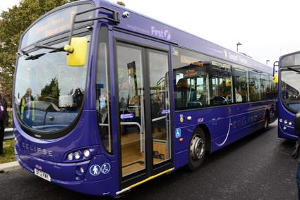 I Storbritannien där busstrafiken är avreglerd är det mycket vanligt med internet ombord på bussar i lokaltrafik. Bussföretagen ser det som ett viktigt konkurrensmedel mot bilen. Foto: Ulo Maasing.