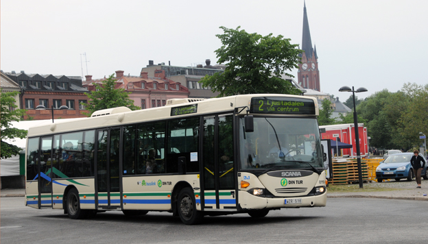 Ännu kör Keolis stadsbussarna i Sundsvall och kontantförbud råder. Om inte Nobina tar över även förbudet när man tar över tarfiken i sommar hotar vite. Foto: Ulo Maasing.