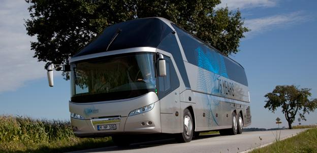 På väg till Ankara. Nästa år flyttas all tillverkning av Neoplans turistbussar till Turkiet från Tyskland. Foto: MAN.