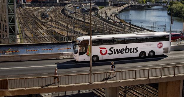 När tågen står väljer fler expressbuss. Foto: Swebus.