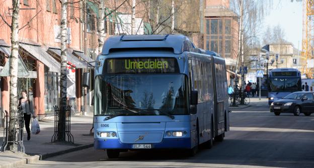 En eventuell ny operatör i lokaltrafiken i Umeå ska vara skyldig att ta över dagens medarbetare från Nobina. Foto: Ulo Maasing.