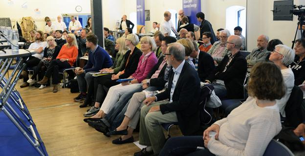 Omkring 120 personer deltog i Bil Swedens och X2AB:s seminarium om BRT i Almedalen på söndagen. Foto: Ulo Maasing.
