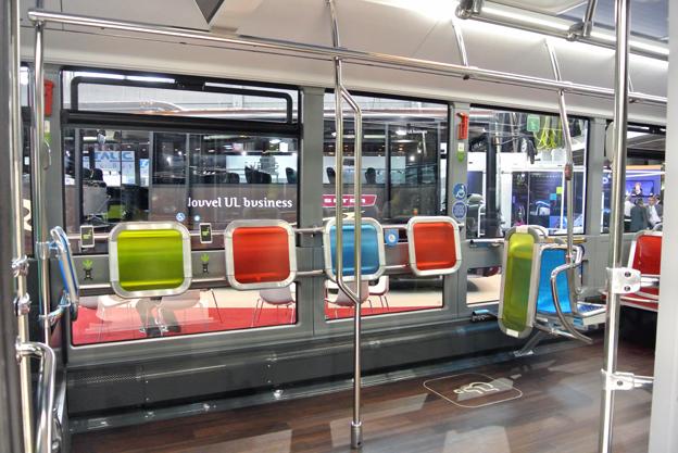 I Citaron visade Mercedes också ett av de få exemplen på nytänkande nr det gäller inredningen i bussarna. Stora ytor för rullstolar och stående, nerdragna sidorutor…