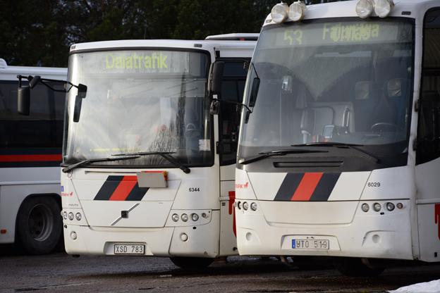 Nobinabussar på väg ut ur Dalarna. Att Dalatrafik höjer biljettpriserna beror på Nobina, säger regionens ordförande Leif Nilsson(S). Foto: Ulo Maasing.