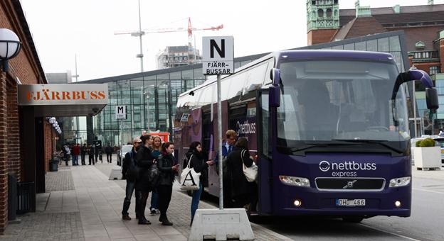 """Nettbuss Express AB visar enligt Nettbusskoncernens årsredovisning """"god lönsamhet"""". Här är en av företagets bussar vid fjärrbussterminalen i Malmö. Foto: Ulo Maasing."""