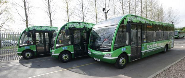 Förenade Buss i Värmland har beställt tre batteridrivna Optare Solo för trafik i Karlstad. Till skillnad från bussarna ovan som går i trafik i Nottingham får Karlstadsbussarna vänsterstyrning och både fram- och mittdörr på höger sida. Foto: Optare.