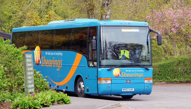 Storbritanniens största bussresearrangör, Shearings har köpts av företagsledningen.Shearings har 240 egna bussar, 52 hotell och flodbåtar. Foto: Ulo Maasing.