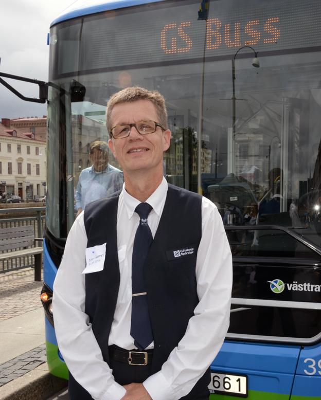 """Dag Anders Almroth är bussförare vid Göteborgs Spårvägar: """"Efter en dag som förare av en laddhybridbuss känner jag mig utvilad"""". Foto: Ulo Maasing."""