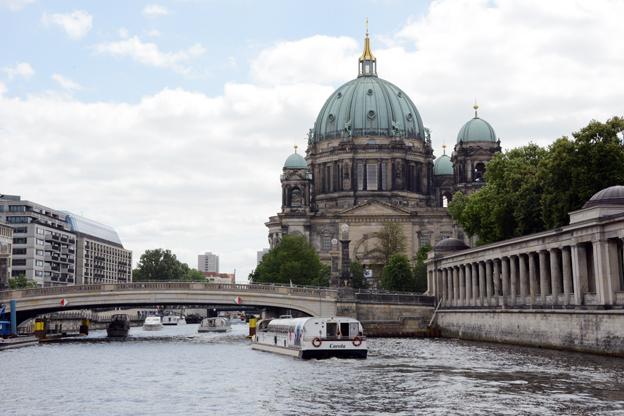 Katedralen i Berlin och floden Spree. Turismen till Berlin ökar snabbare än till någon annan stad i Europa. Foto: Ulo Maasing.