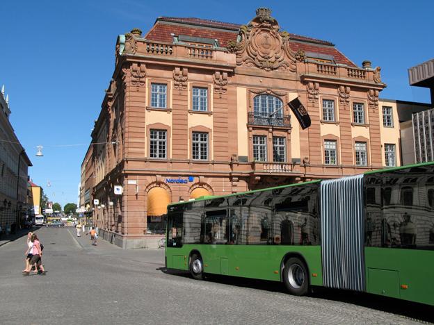 Buss på Storsa Torget i Uppsala. Foto: DavidArthur.