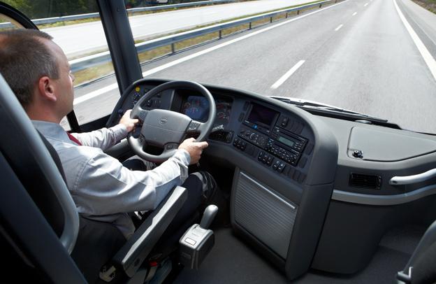 Den internationella vägtrafikunionen, IRU, vill ha in synpunkter från både bussförare och bussföretag om kör- och vilotidsreglerna. Foto: Volvo Bussar.