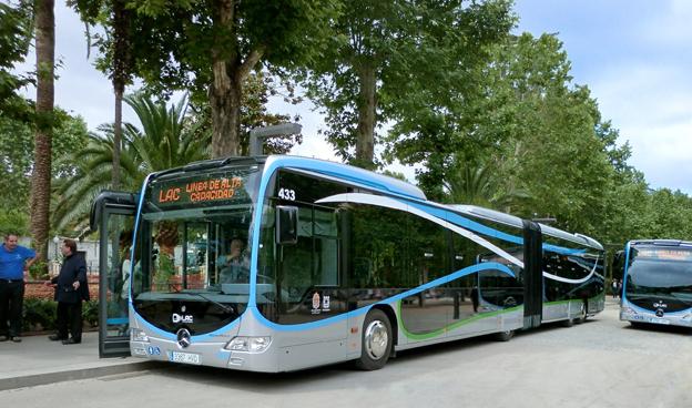 Spanska Granada har fått sin första BRT, linje, trafikerad av Mercedes-Benz Capacity. Foto: Daimler Buses.