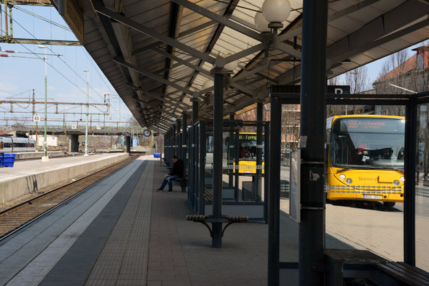 Resecentrum i Hässleholm. Här och på andra orter ska särskilda beredskapsbussar stå beredda när tåget inte fungerar. Foto: Ulo Maasing.