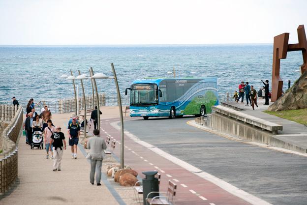 Här kommer Irizars nya batteribuss i2e i den spanska staden San Sebastian. Samtliga bilder: Irizar.