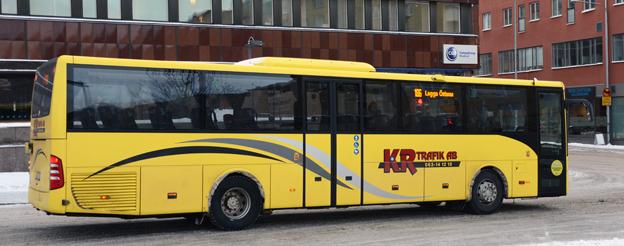 KR Trafik överväger att lämna över sin trafik i Uppland till underentreprenörer.