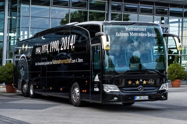Fotbollsvärldsmästarnas buss. Foto: Daimler Buses.