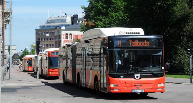 Veoliabussar i trafik åt ÖstgötaTrafiken i Linköping. Den upphandlade kollektivtrafiken går fortfarande med förlust för Veolia Transport. Foto: Ulo Maasing.