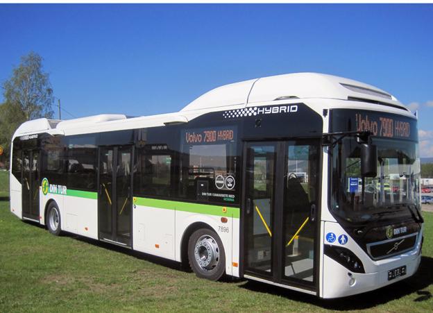 """""""Det finns en klar trend mot elektromobilitet"""", skriver Volvo Bussar i sin delårsrapport. Det här är en av de hybridbussar man nyligen levererat till Nobina för trafik i Sundsvall. Foto: Volvo Bussar."""