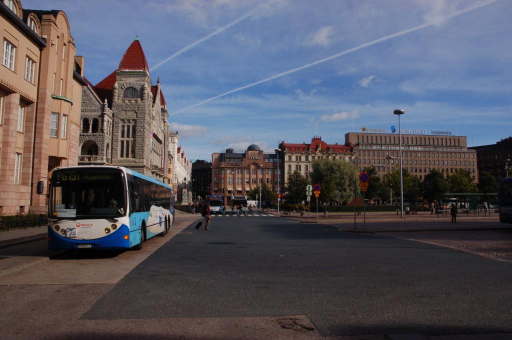 En Veoliabuss i Helsingfors. Men hur blir det i framtiden? Foto: Ralf Roletschek /Wikimedia Commons.