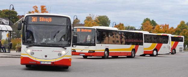 Långa bussresor i Jönköpings län kommer att bli billigare när länstrafiken gör sju zoner av 70. Foto: Ulo Maasing.