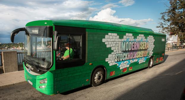 Miljöpartiet i Stockholmsregionen tar elbuss på sin valturné. Foto: Fredrik Hjerling.