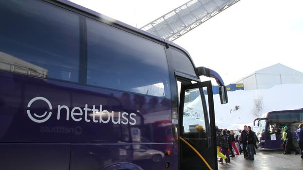 Det blåser kallt kring norsk bussnäring. Nettbuss har bantat sin flotta av turistbussar från 250 till knappt 70. Oklara cabotageregler och illojal utländsk konkurrens är orsaken. Foto: Nettbuss.