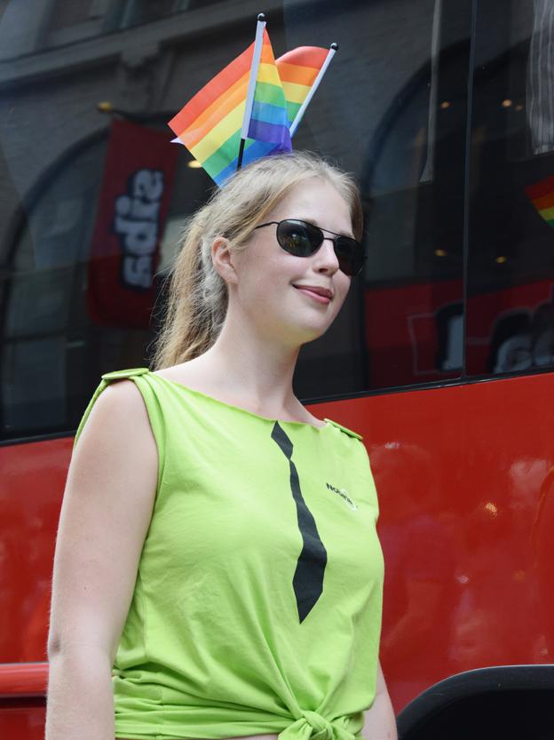 Regnbågsfärger och Nobinagrönt.