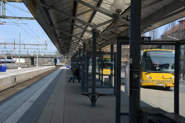 Tomt på spåret. Bara 63 procent av tågen i Skåne höll tiden i juli. Skånepolitikerna har nu lessnat på Trafikverket och satsar bland annat 20 miljoner på årsbasis för beredskapsbussar som ska stå standby. Foto: Ulo Maasing.