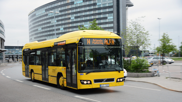 Det statliga flygplatsbolaget Swedavia är minst bland de offentligt ägda bussföretagen. Här är en av Swedavias hybridbussar på Arlanda. Foto: Ulo MAasing.
