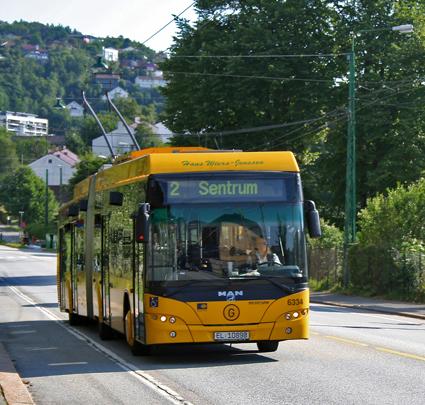 TRådbussarna i Bergen får rulla vidare ytterligare några år, men några nya linjer blir det inte. Foto: Carol Spears/Wikimedia Commons.