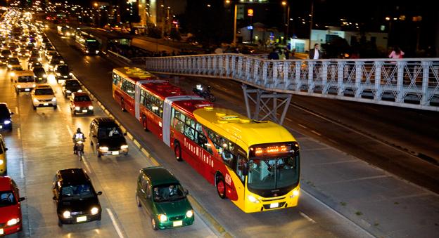 Ett av de viktigaste redskapen för att förändra Bogotá har varit skapandet av BRT-systemet TransMilenio. Foto: Volvo Bussar.