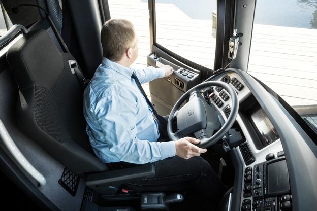 Bussbranschen behöver fler som vill sätta sig bakom bussratten. Foto: Volvo.