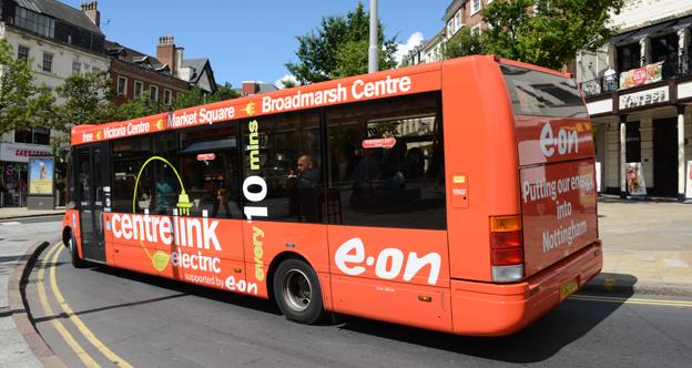 Elbussarna blir snabbt allt fler i Europa, som här i Nottingham, England. Snart får Orust sina första. Foto: Ulo MAasing.