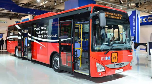 Iveco Bus har fått en beställning på upp till 710 Crossway LE till ett dotterbolag för Deutsche Bahn. Här är en av bussarna på IAA-mässan i Hannover.