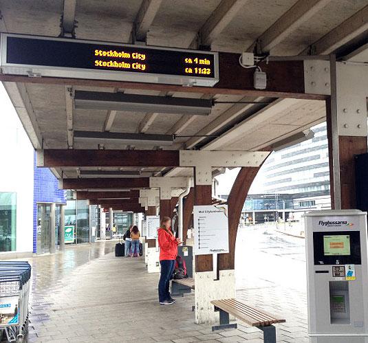 Nu lanserar Flygbussarna realtidsinformation. Först ut är Arlanda och Bromma flygplatser, men efterhand byggs systemet ut till andra hållplatser och städer. Foto: Flygbussarna.
